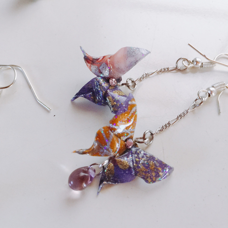 和紙で蝶々を折り固めてピアスにしました