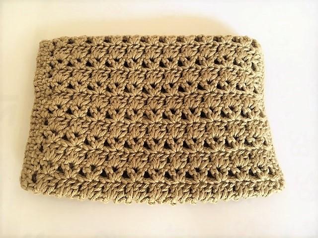 シンプルですが上品でとても綺麗な編み模様です。