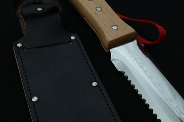 モリヴデンヴァナジュウム添加刃物用高硬度ステンレス鋼材を全体焼き入れし、「HRC58゜」を誇る刃物に。頑強で錆びにくく、鋭い切れ味です。