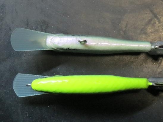 蛍光色を際立てるパールベース