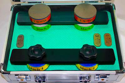 Mach砥石3本組みのセットです。一般スケーターから上級スケーターまでの使用を想定し荒削りから鏡面まで対応できるセットです。<br /><br /><br />***予告なくケース及びセット内容を変更する<br />場合がありますのであらかじめご了承下さい。