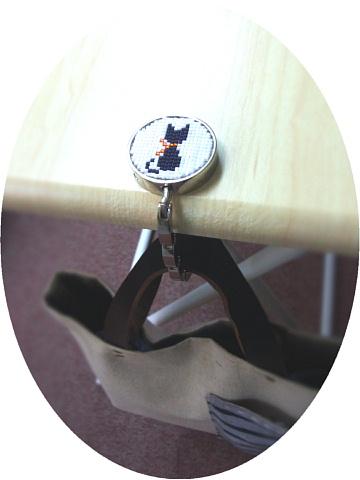 <p>&nbsp;</p><p>☆・::::・☆・::::・☆・::::・☆・::::・☆</p><p>&nbsp;</p><p>&nbsp;</p><p>画像をクリックすると大きくなります。<br><br>オーナーさまグッズです。<br>ビーズを丁寧に編んだ猫柄のバッグハンガーです。<br>1点ものです。<br><br>耐荷重 約5kg<br></p>