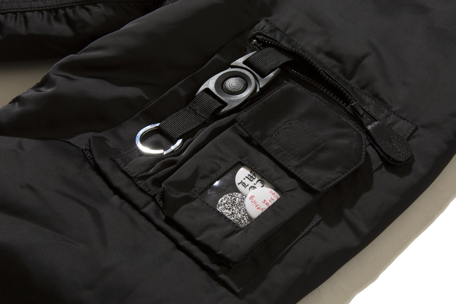 黒の面はポケット等充実。
