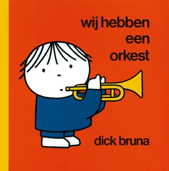 """通常版ディック・ブルーナ絵本Wij hebben een orkest(オーケストラ) 洋書オランダ語<br><br><br>わたしたちのおーけすとら(おーちゃんのおーけすとら)<br>オランダ語通常版<br><br>◆著者/作者<br>┗Dick Bruna (ディック・ブルーナ)<br><br>◆出版社<br>┗mercis publishing<br><br>◆ISBNコード<br>┗9789073991934<br>1984年に発売されたディック・ブルーナの絵本(洋書)<br>Wij hebben een orkest 新品一冊。<br>言語オランダ語、30P<br>サイズ 16cm×16cm<br>指揮者bernard(バーナード)を筆頭に、オーケストラの楽しい演奏の様子が描かれています。<br><br>登場人物:オーケストラメンバー11人 指揮者、フルート、木管フルート、トランペット、ヴァイオリン、チェロ、コントラバス、ピアノ、ギター、ハープ、パーカッション<br>指揮者はRCO版のmarissではなくbernard(バーナード)です。<br><br><a href=""""https://youtu.be/Bkw5SeAedQw"""">絵本のアニメ<br>https://youtu.be/Bkw5SeAedQw</a><br><br><br>【送料】クリックポスト220円。<br>"""