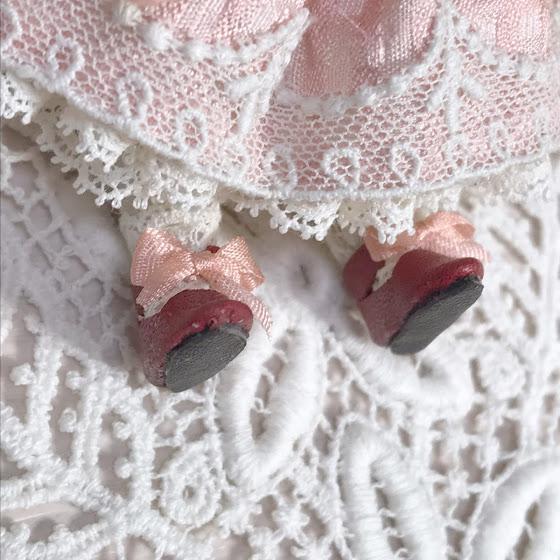 靴、靴下ともに着脱出来ます。