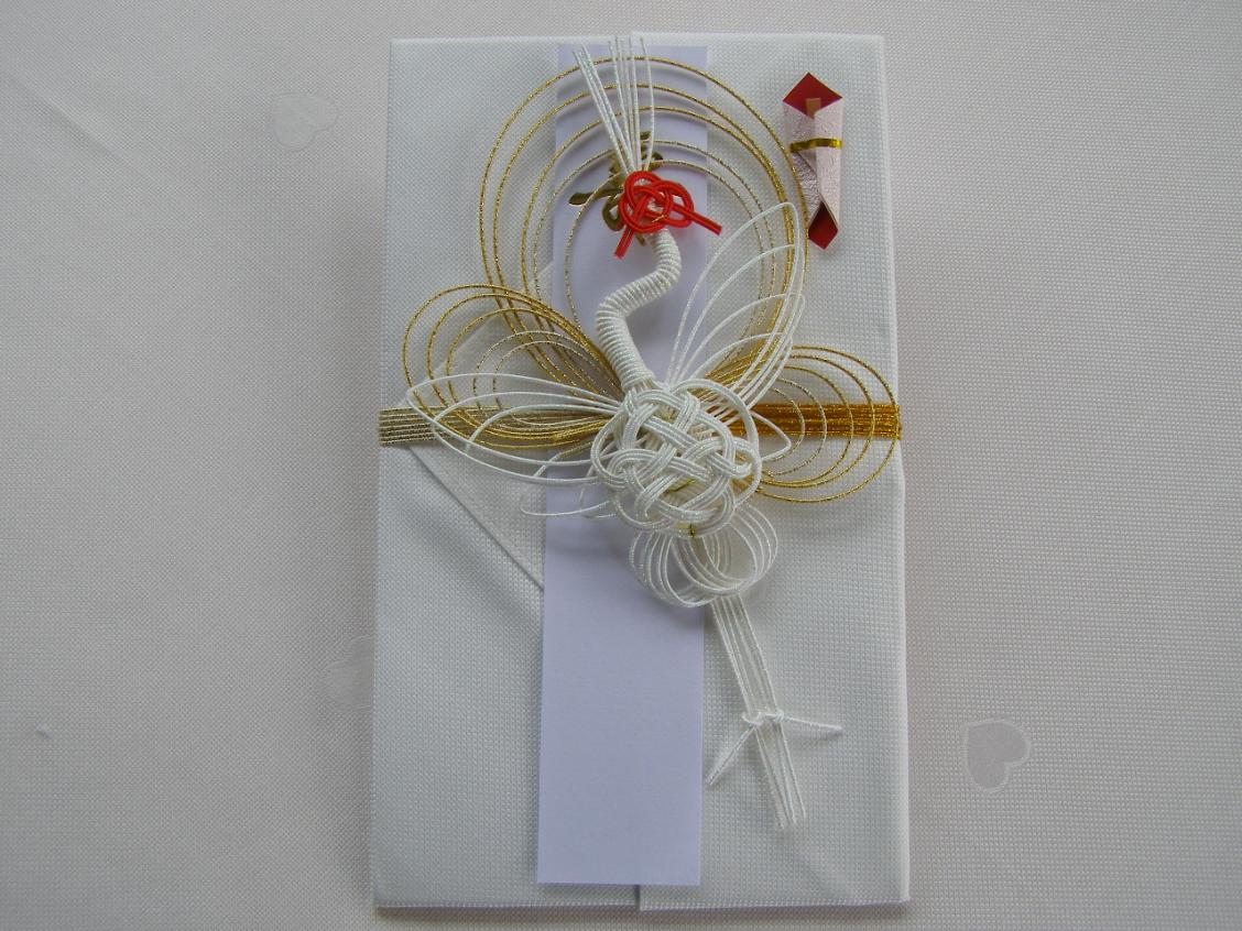 ♪御結婚お祝いに最適♪<br /><br />兵庫県の先染め織物「播州織」ハンカチに長野の水引きを結んだ祝儀袋です。