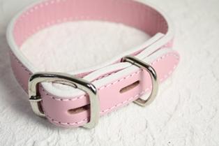 ピンクの本革首輪