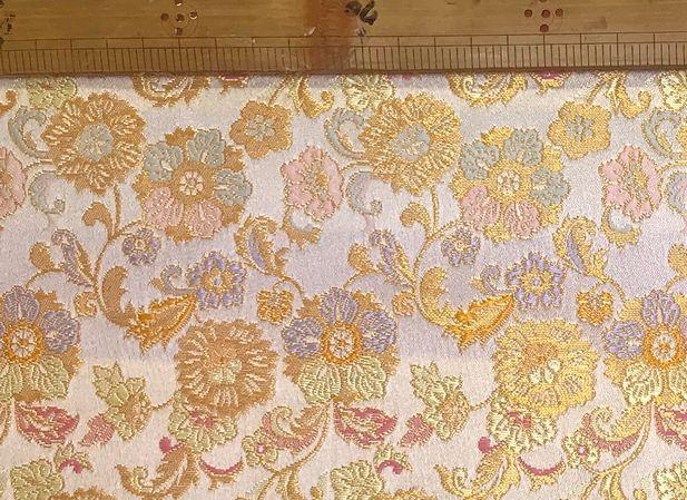 布「花柄2」京都西陣織<br>ポリエステル100% 68cm幅 30cm以上10cm単位でお切りします。<br>京都の老舗の西陣織です。<br><br>店頭でも販売しています。在庫数は、実際の数字とは異なる場合があります。<br>ご了承ください。<br><br><br>