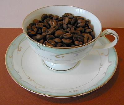 欠点豆の少ないNo.2グレードで、19/64インチの穴のふるいにかけ、落ちない豆がスクリーン19です。<br />各種ブレンドの基本や名脇役となる柔らかな中庸な味わいです。