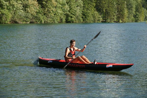 一人乗りの例。座席を移動することで中央付近に座ることが可能となり、バランス良く漕げます。