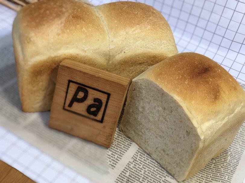 北海道産小麦粉「春よ恋」100%の食パンです。