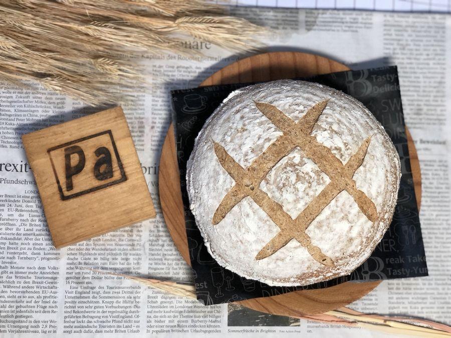 少し硬めの田舎パンです。