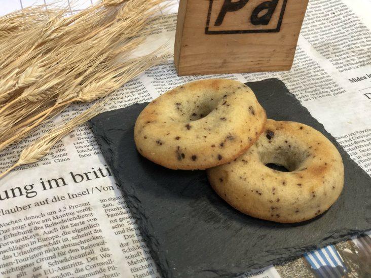 豆乳と国内産米粉、小麦粉を使った焼きドーナッツの。チョコと自家製甘夏ママレード入り