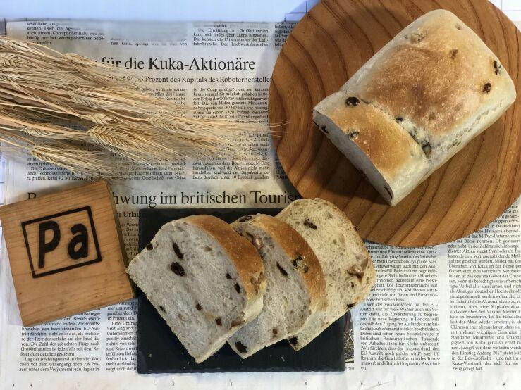 相性のいい くるみとレーズンをバランスよく練りこんだ食パンです。