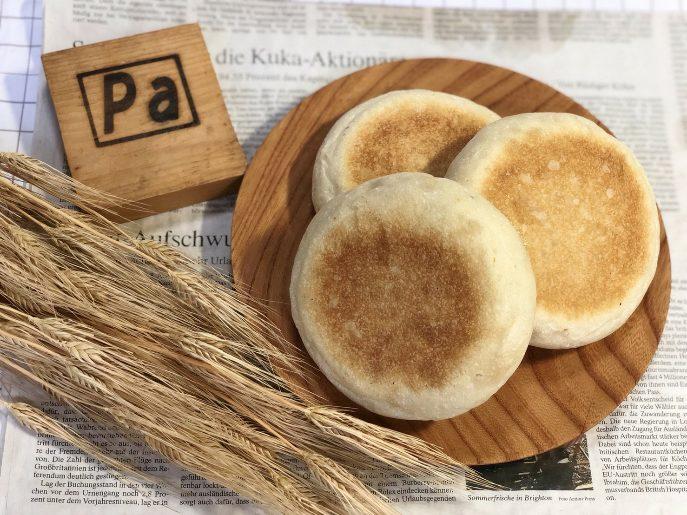 <p>和洋中色々な食材をサンドしたり、ピタパンのように袋状にして中に詰めていただいたり。アレンジ自在の素材パンです。</p>