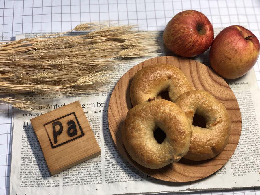 自家製干しリンゴと自然栽培紅茶のベーグル
