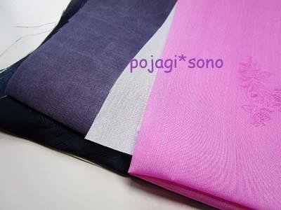薄いピンク+渋めの紺~グレー