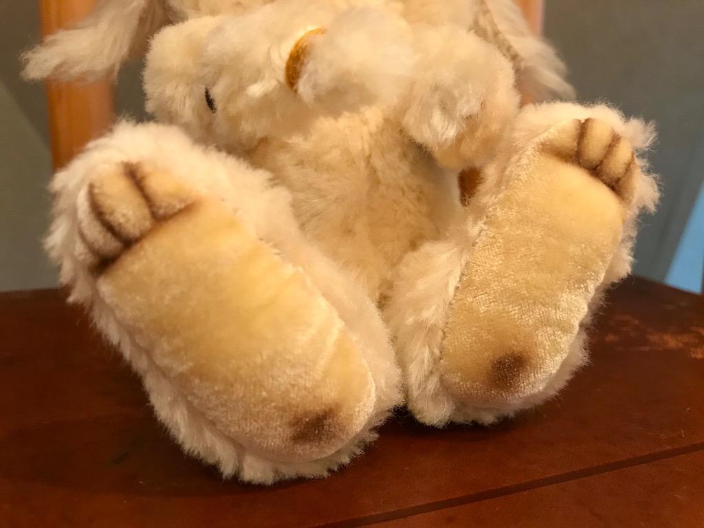 足はぽってりウサギさん