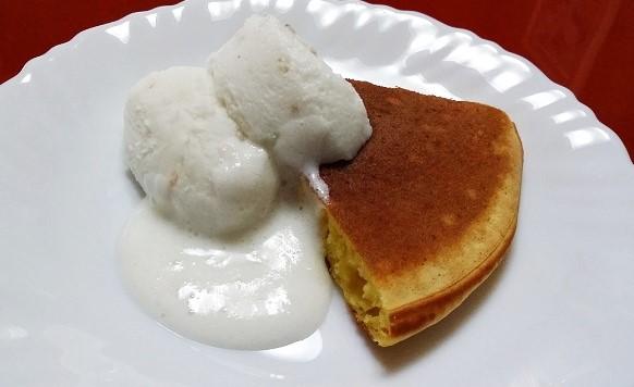 ホットケーキのトッピングに!ソース分を残しゆるめに解凍すると甘さが増します。