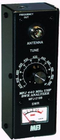 Nコネクター装着。SWR、<br>新しいMFJ-219BはMFJ-219、219BNの後継機種で、<br>周波数直読機能、N-M変換コネクター付きとなりました。<br>MFJ-219BN 珍しい、UHF帯専用アンテナSWRアナライザーです。<br>チューニングノブは調整しやすい10:1 バーニアダイアル採用。<br>MFJ-219BN アンテナSWRアナライザーは、 430MHz帯のダイポール、グランドプレーン、八木からクワッドその他のアンテナのSWR, 共振周波数、帯域などの特性、スタブや、同軸ラインの試験、加速度計数、インピーダンス、伝送線ロス、RFマッチングネットワークを測定できます。<br>シグナル発振器での調整も可能。<br>バッテリーチェッカー、節電機能あり。<br><b>コネクタ―N型 N-M型アダプター付属</b><br>単三電池10個、または別売アダプター MFJ-1312Dを使います。<br> 3 3/4W x 6 1/2H x 1 3/4D in.