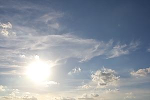 夕暮れの空にあらわれた龍雲