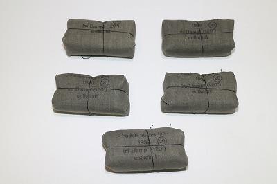<div>大戦中、1939年製未使用の携帯用包帯です。</div><div>こちらの商品も入手困難なアイテムとなりました!</div><div>今回少量の入荷ですが販売致しますのでこのチャンスをお見逃しなく!</div>