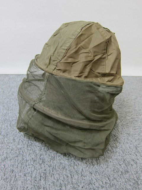 ベトナム戦争で活躍したモスキートネットです。ヘルメットの上からすっぽり被るタイプです。カモフラージュ性が高いのでスナイパーには、もってこいです。