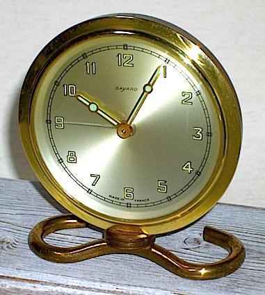 フランス・BAYARDの小さな目覚時計、1950〜60年代に製造された物です。