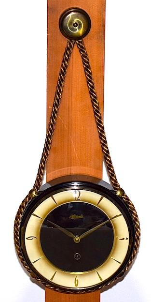 ドイツ・HERMLEの吊下型ウォールクロック、1960年代に製造された物です。