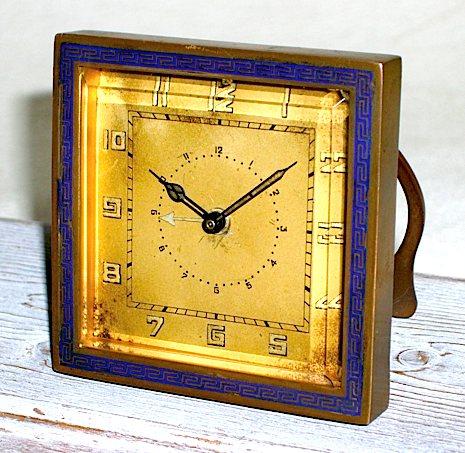 希少なドイツ・KIENZLEの七宝枠角型目覚、1920年代に製造された物です。