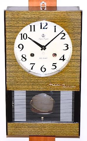 愛知時計の柱時計『Super Eight』、昭和30年代後半頃に製造された物です。