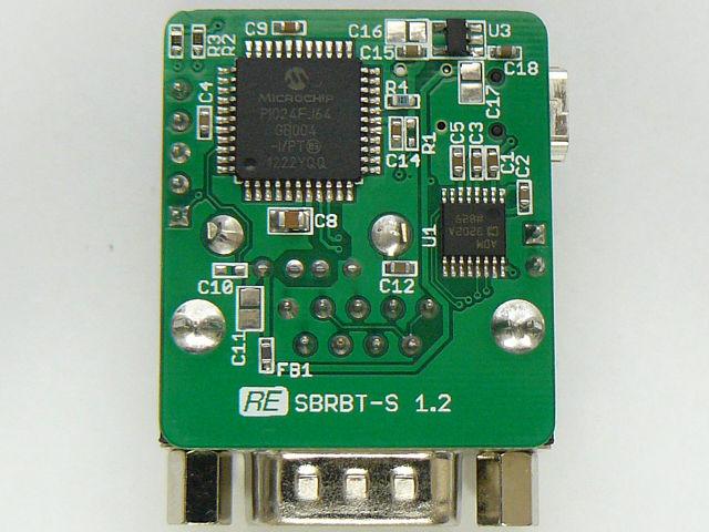 裏面 PIC24FJ64GB004(左上)とRS232C変換ICのADM3202(右中央)が見えます。