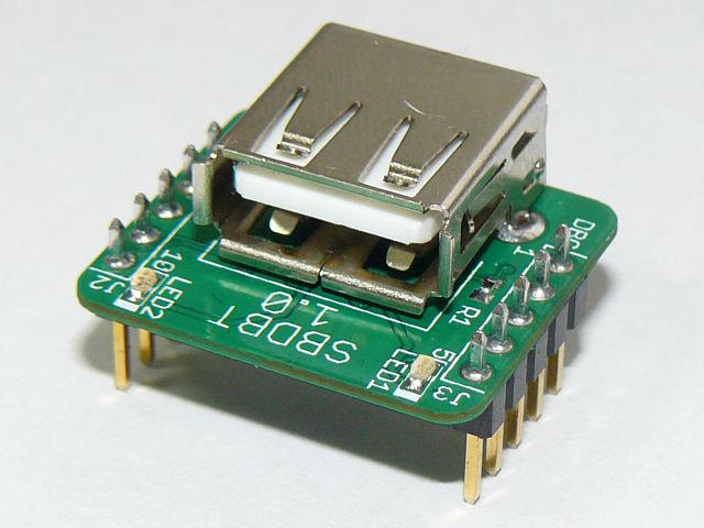 USBコネクタのブレイクアウトボードに見えますが