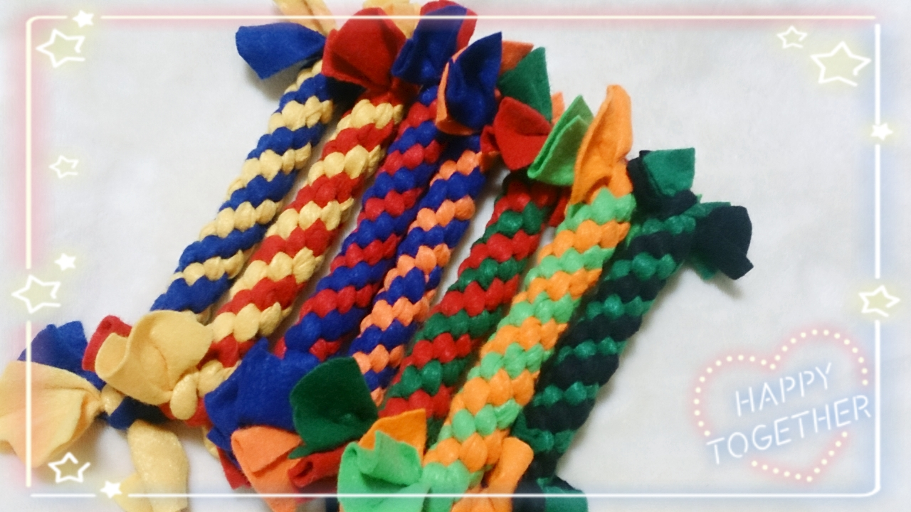 左から、黄×紺、黄色×赤、赤×紺、オレンジ×紺、緑×赤、黄緑×オレンジ、黒×緑