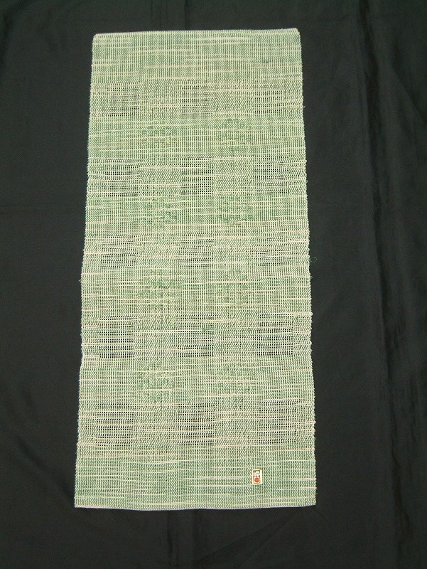 mato 2<br>首里織ランチョンマット〔商品No.2〕<br>サイズ‥…長さ69cm×幅30cm<br>素材………絹〔手織〕<br>価格……¥12,600【税別】