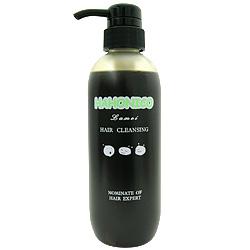 【ハホニコ ラメイヘアクレンジング】 パーマ後の臭いに対して消臭効果をもった製品。 またウェーブをつくるのに関わる結合を強化する効果でパーマがしっかり長持ちします。 パーマ、カラー後の方に特におすすめの髪に負担をかけないヘアクレンジングです。   ヘマチン成分配合でヘアカラー・ブリーチなどで毛髪内部に残留した アルカリを除去し、ヘアカラーの退色を防止して色持ちを持続! また、髪に負担をかけない洗浄成分が傷んだ髪を補修し、天然 アミノコートが髪1本1本を優しく包み込みしっとり艶やかに洗い上げます。  【使用方法】 1.髪をよくブラッシングし、水洗いをして髪表面の汚れを落とします。 2.頭髪にディスデモカヘアクレンジングを適量塗布し、軽くマッサージします。 3.マッサージ後にトリートメント成分が髪に浸透する間、1~2分待ちます。 4.水で洗い流してください。  *天然アミノコートが髪の1本1本を優しく包み込み、しっとり艶やかに洗い上げます。  さらにヘマチンがカラーやブリーチの残留薬剤を除くため、色持ちUP!頭皮と毛髪のためのシャンプーです。