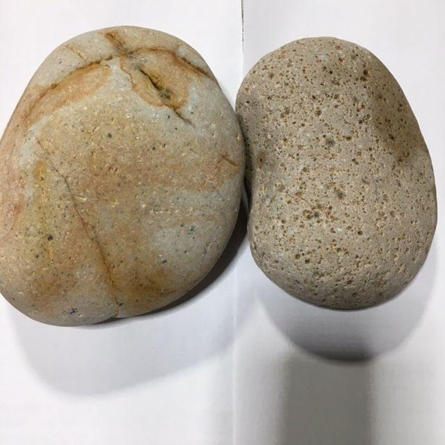 2個で総重量3,000g強のお徳用セットです 。<br> 画像はサンプル画像ですが、実際にお届けする商品は<br>画像と同格若しくは上格のセットをお送りします。<br><br>■産地: 新潟県糸魚川市<br>■鉱物名:姫川薬石(正式鉱物名:流紋岩質凝灰岩) 新生代古第三紀 <br>■状態:煮沸洗浄<br>■放射線量:約0,12μシーベルト~約0、30μシーベルト内外<br>ガイガーカウンター(線量計)で計測すると放射線量は常に一定値ではなく、<br> 略、上記範囲内外で常に強弱変動しており、最大値、最小値も瞬時には表示されません。<br> (線量計:デジタル→数値の変化) (線量計:アナログ→指針が左右に揺れる)<br><br>※※特徴※※<br>姫川薬石特有の茶色、茶褐色の縞模様は熱水中から周期的に沈殿した <br>水酸化第二鉄によるもので、その美しい模様は多彩です。 </font><br></font>