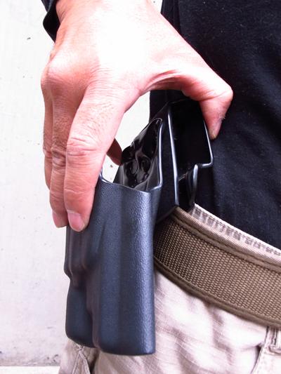 1.75インチ幅、1.5インチ幅、両方のベルトに対応。さらにパドル式も兼ね、ベルト無しでの使用も可能。