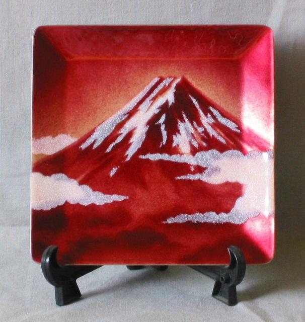 縁起の良い赤富士です。