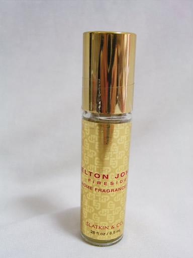 限定で発売されたBBWがエルトンジョンのAIDS飢饉の為に作った香りのようです。ウォーマーに数滴いれて、温めると香るタイプですのオイルです。