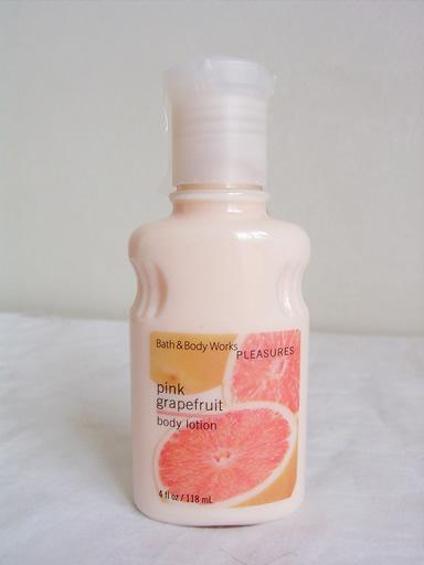 ピンクグレープフルーツのローションです。ハーフ。4oz<br>バレンシアオレンジとピンクグレープフルーツにほんのりジャスミンとジャコウをミックスしたちょっと刺激的な夏ぽい香りです。<br>ディスコン商品