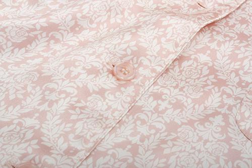 ピンクボタンも同系色&縫製が丁寧です