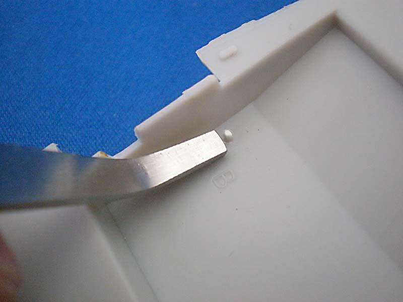 凹んだ所の突起部でも周りを傷つけずに切削出来ます。