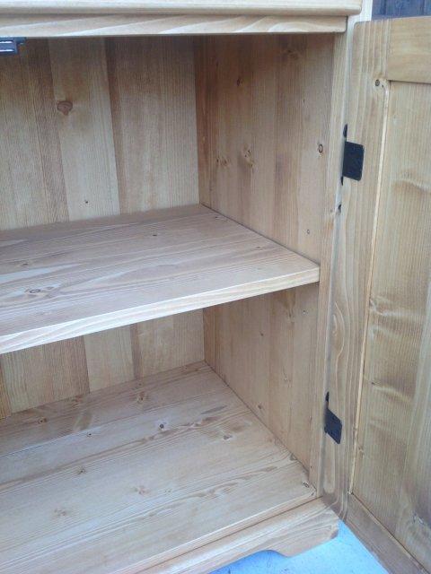 下台の板扉内 可動棚1枚