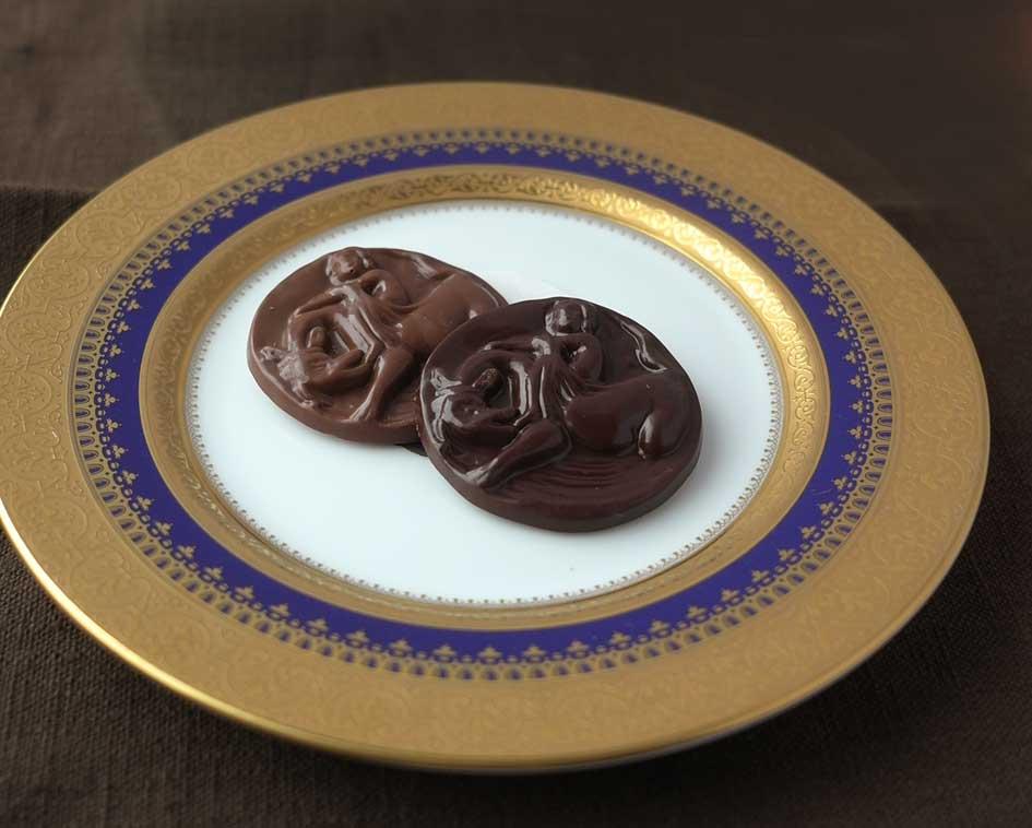 厳選したチョコレートを使用したミルク&ブラックチョコレートです。各2枚入り。