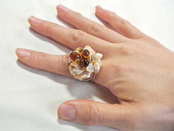 お花の指輪(ブラウン)