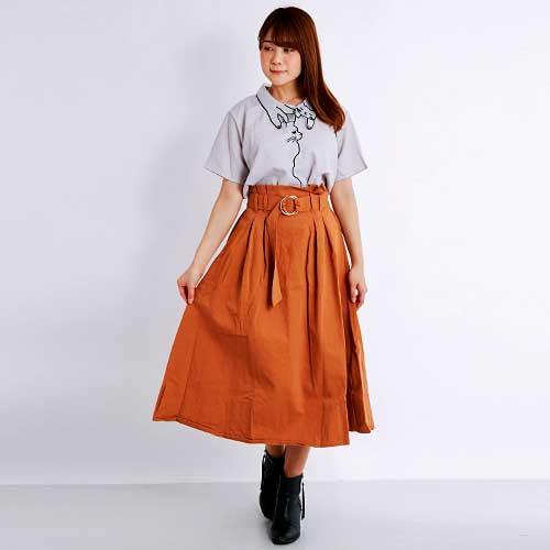 しっかりしたコットンカツラギのミモレ丈スカートです。