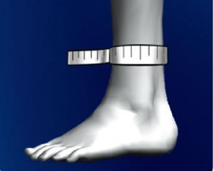 足首の一番細い部分を計測してください