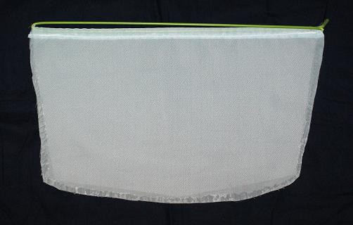油膜取り用ネット 角型 Mサイズ(32cmまで)の商品です。角型の水槽用です。