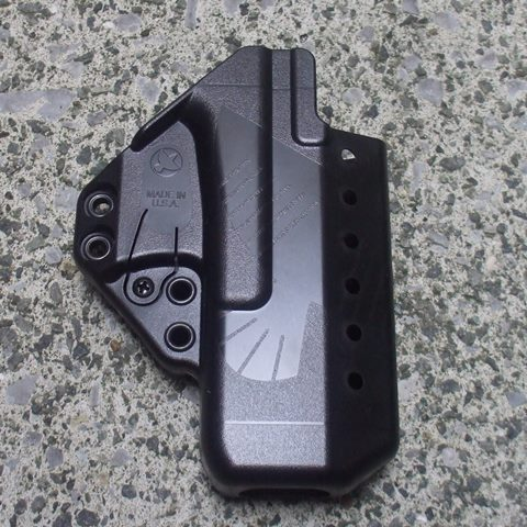 <strong>メーカー:Raven Concealment Systems<br></strong><p><strong>別売りアクセサリー類を装着することにより様々なIWBホルスターに変身する画期的なデザイン。</strong><strong><br>東京マルイG26、KJ Works G19、Strak Arms G19に対応しています。</strong></p><p><strong>スライド先端部分つぼみ型になっていますのでサイレンサーバレルを使用してもストレスがありません。<br> ※実銃G17用ですが、マルイ製G17、KSC Glockシリーズには使用できません。</strong></p><p><strong>ショートボディシールドタイプのアンビ(左右兼用)モデル。</strong>